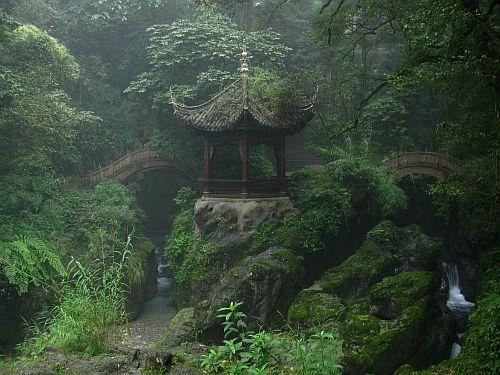 Emei Shan - Niuxin pavilion