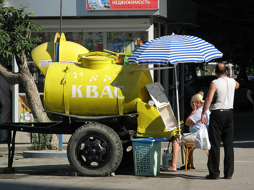 Kvas barrel on the street - a common sight